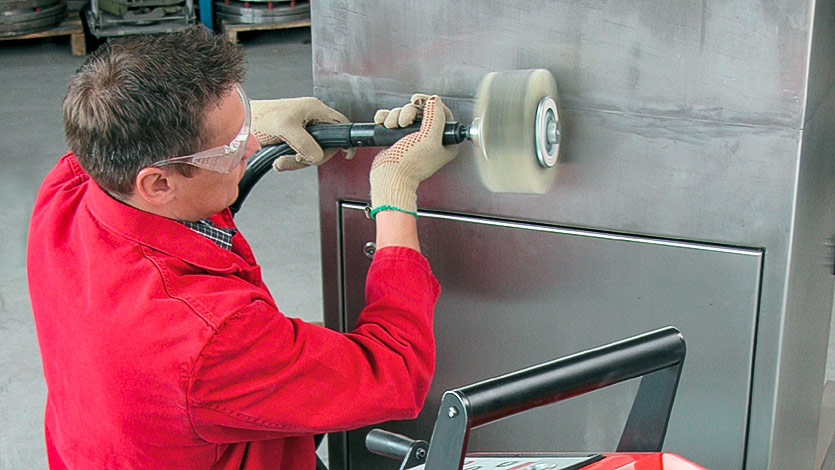 Наборная щётка — оптимальное решение при производстве изделий из листовой нержавеющей стали